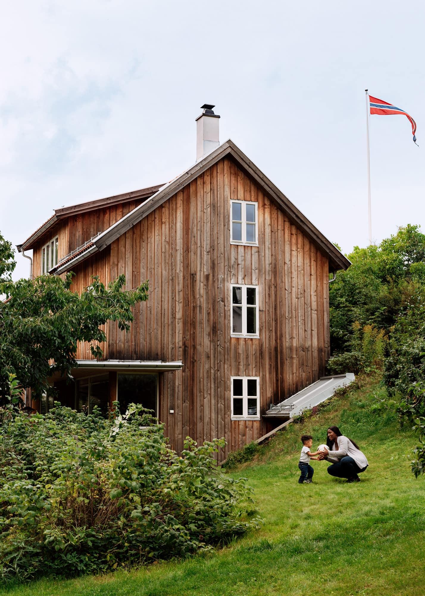 Thomas Ekström – Huseierne w/Bold